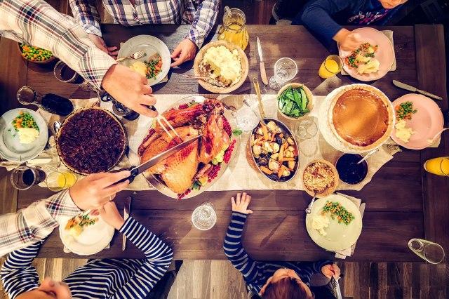 thanksgiving-dinner-tout-2000x1333
